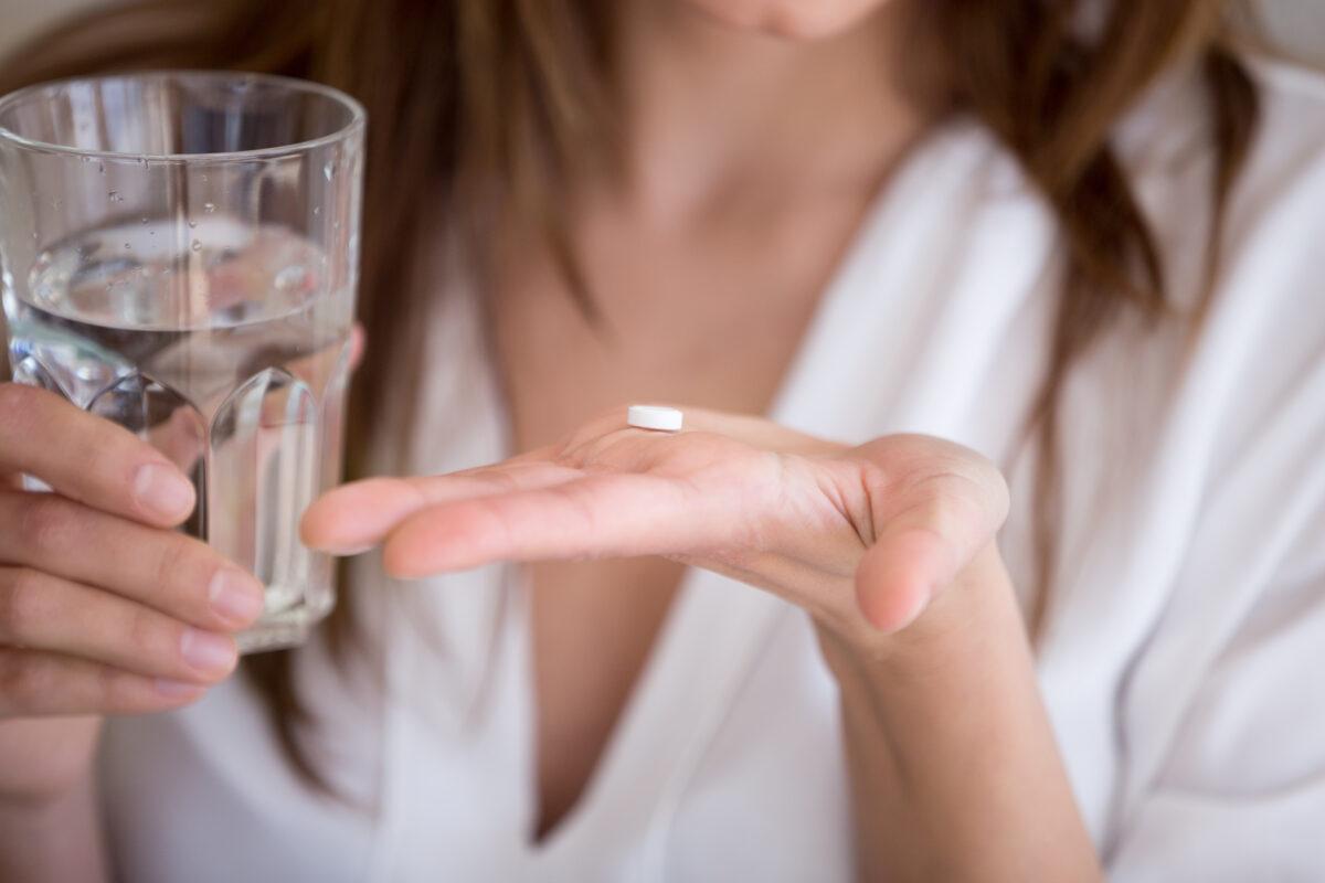 zhenschina-i-tabletka
